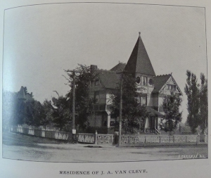 1898_079